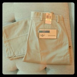 Dockers D4 Relaxed Fit True Chino Flat Front NWT